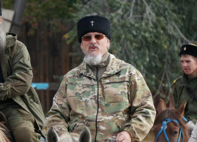 Конный крестный ход во главе с митрополитом - духовная радость казаков России.