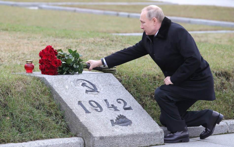 """Владимир Путин: """"Мы заткнём рот тем, кто пытается переиначить историю..."""""""