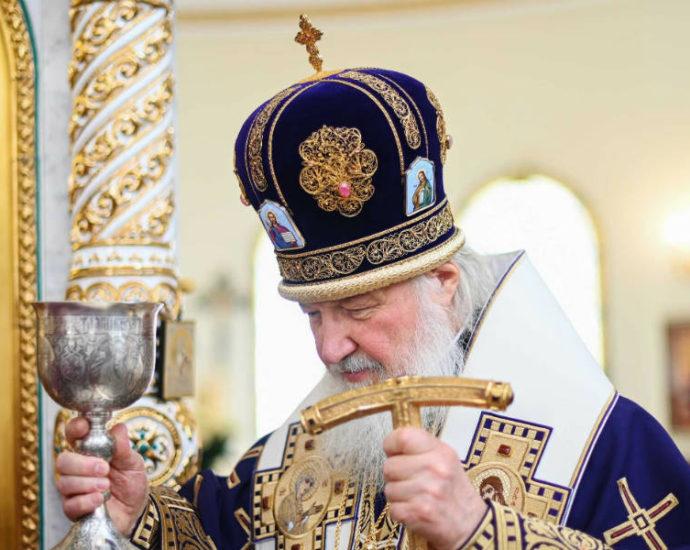 Патриарх Кирилл: мы обязаны соблюдать все необходимые санитарные правила.
