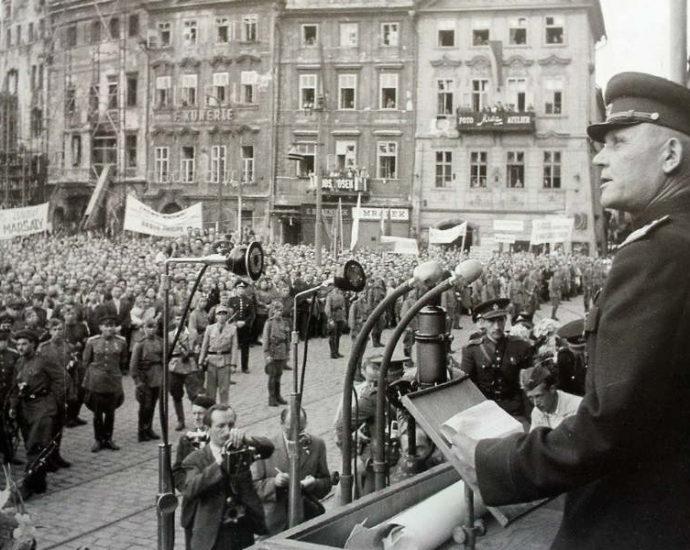 Маршалу Коневу присвоили в Праге статус преступника.