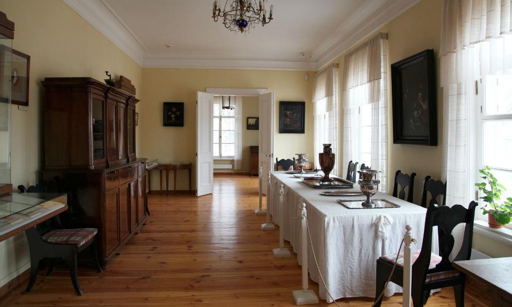 Музей «Тригорское» (Пушкинский заповедник) и дом.