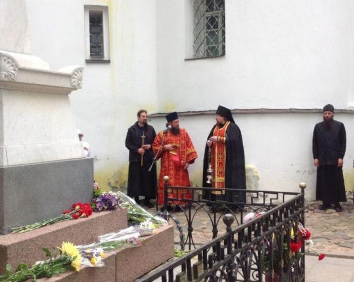 Святогорский Успенский монастырь и Пушкин.