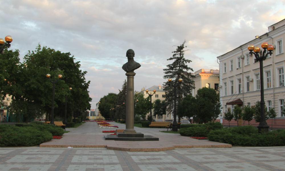 Г.Р. Державин - памятник на улице Державинская в Тамбове.