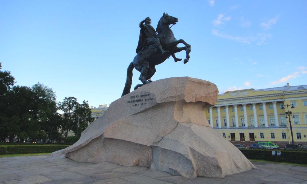 «Медный всадник» - знаменитый памятник города Санкт-Петербурга.