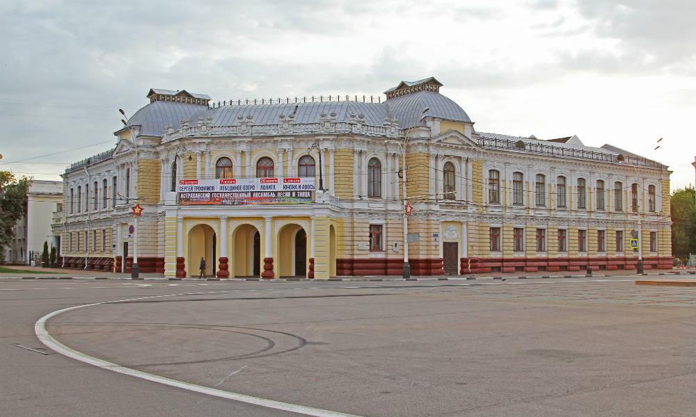 Площадь Ленина в Тамбове. Тамбовский драматический театр.