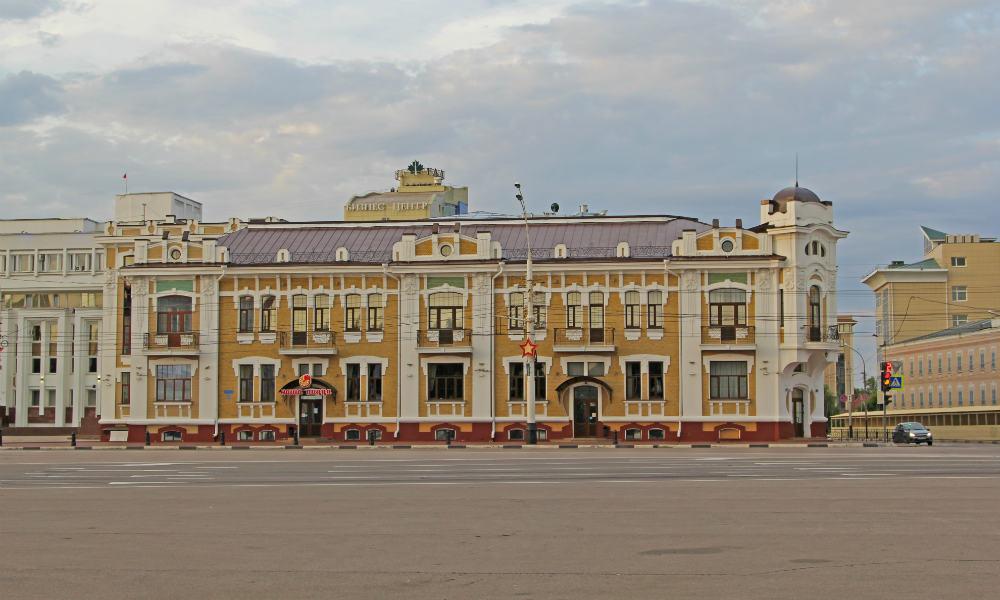 Площадь Ленина в Тамбове. Здание Тамбовской областной думы.