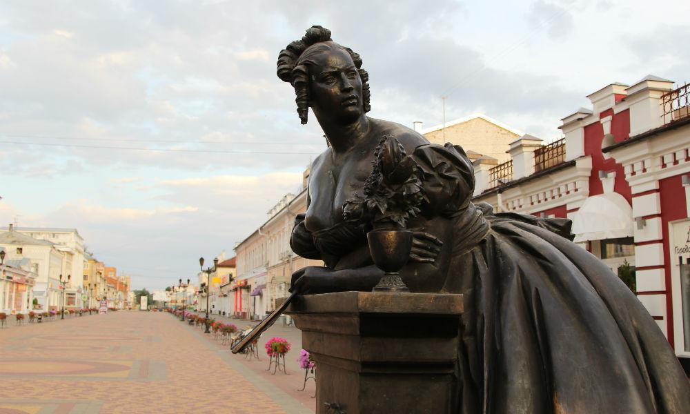 Улица Коммунальная в Тамбове. Памятник Тамбовской казначейше на улице Коммунальная.