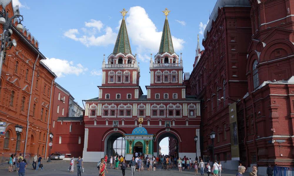 Иверские ворота на Красной площади в Москве.