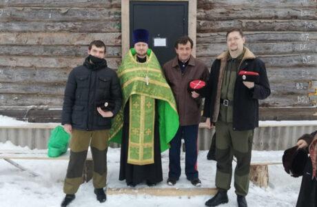 Донские казаки Брянска приняли участие в установке купола храма.