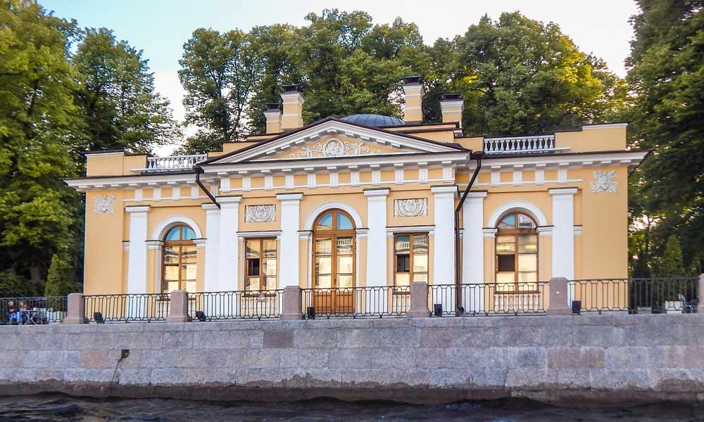 Летний сад в Санкт-Петербурге. Кофейный домик.