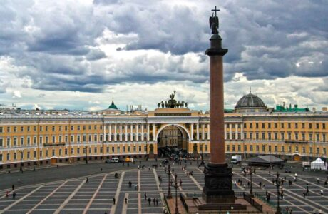 Эрмитаж - знаменитый музей Санкт-Петербурга.