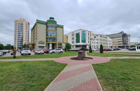 Сбербанк в Тамбове и сквер Козьмы Пруткова.