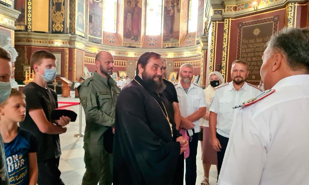 """Участники автопробега """"Донские пути-2021"""" посетили Патриарший собор в Новочеркасске."""